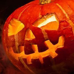 Kürbis schnitzen zu Halloween – Vorlagen und Anleitungen