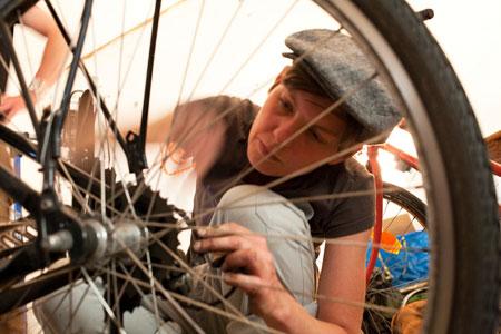 Ob Bremse, Gangschaltung oder Kette erneuert werden müssen - in der Bike Kitchen kein Problem.