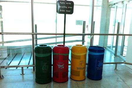 Urlaub auf Fuerteventura. Immerhin am Flughafen gibt es ein Mülltrennsystem.