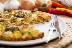 Gesundes Gemüse: Lauch und ein Rezept für Lauch-Champignon-Pizza.