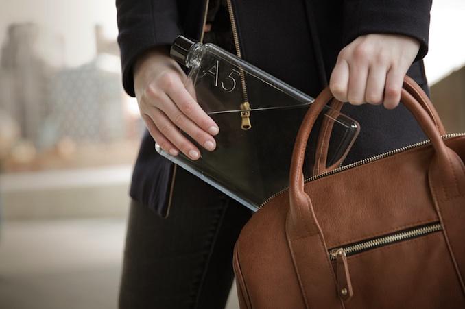 Die praktische Memobottle passt in jede Tasche. © Memobottle