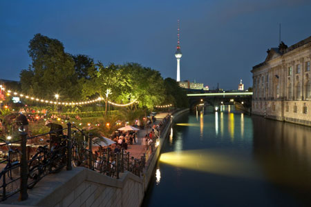 Auf dem Fahrrad durch Berlin: Wer bei einer Fahrraddemo nicht mitmachen möchte, kann auch geführte Touren buchen