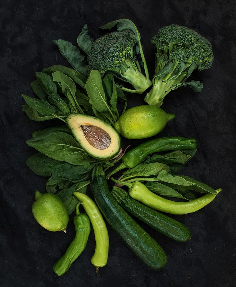 Dunkelgrünes Gemüse für eine junge Haut