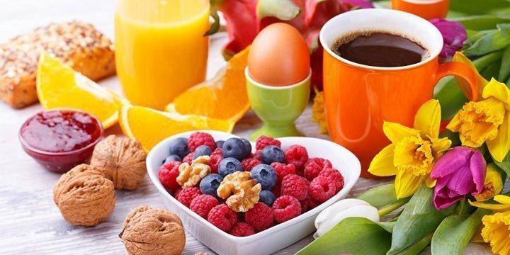 Fit in den Tag: 8 vegetarische Frühstücks-Rezepte für den Sommer