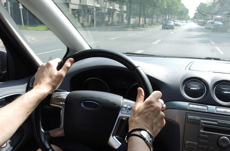 Viele zu viele Menschen sitzen im Auto alleine, lieber gemeinsam fahren und Emissionen senken