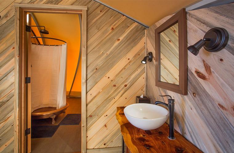 Badezimmer des Luxus-Zelts
