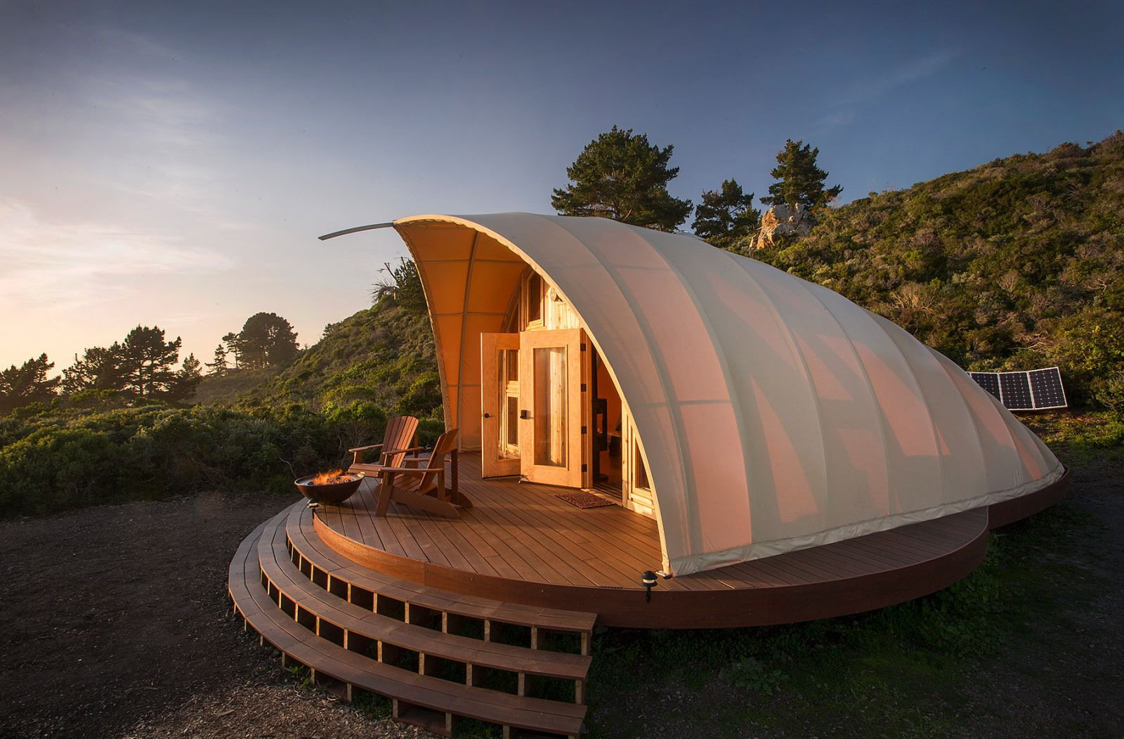 luxus camping glamping mobile architektur autonomous tent umweltschonend. Black Bedroom Furniture Sets. Home Design Ideas