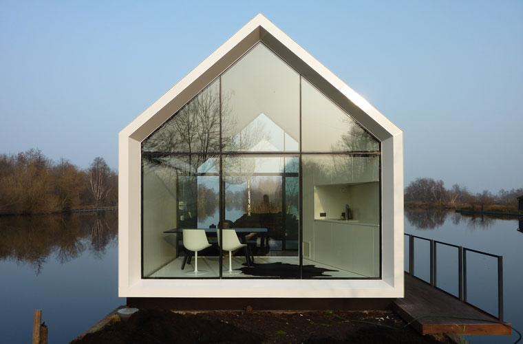Rückzugsort: ein Haus aus Glas am See