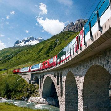 Faszinierende Bergwelten im Zug erleben