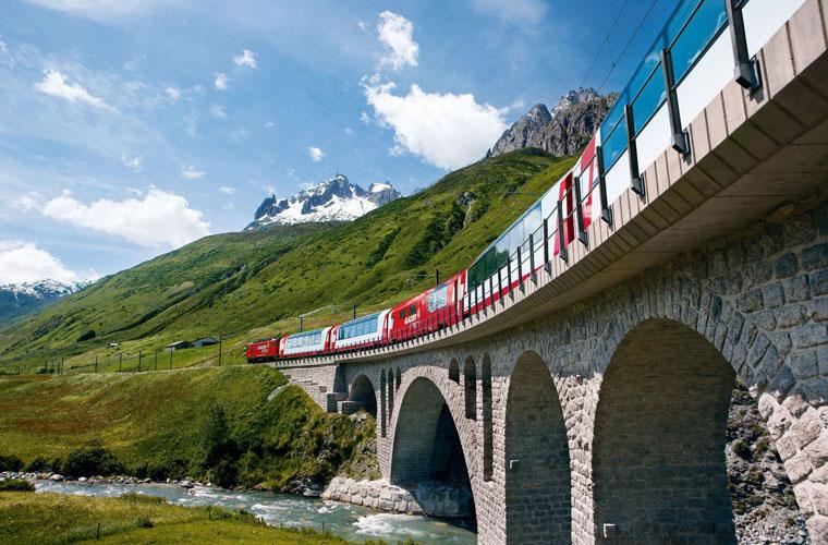 Glacier Express durch die alpine Welt