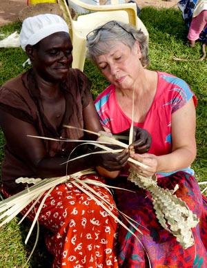 As friends to Kenia – gemeinsam Körbe flechten
