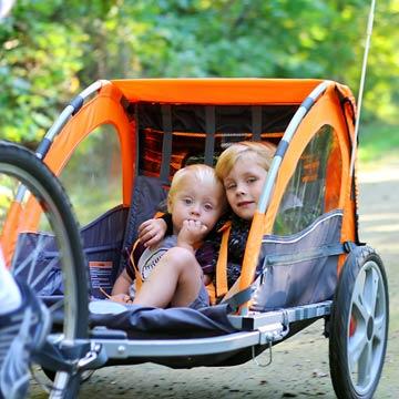 Was Sie vor dem Kauf eines Kinderfahrradanhängers wissen sollten
