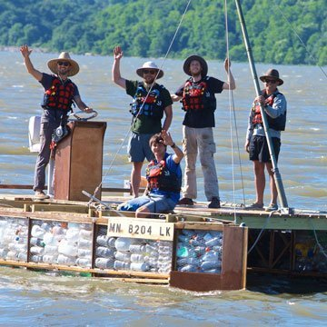 Eine gefährliche Floßfahrt für die Umwelt