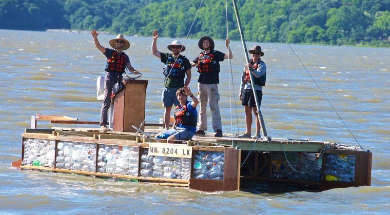 Recycling Mississippi ein Boot aus Plastikmüll