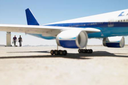 Die Luftverkehrssteuer macht das Fliegen teurer. Gegenüber anderen Verkehrsmitteln wird der Flugverkehr allerdings immer noch begünstigt.
