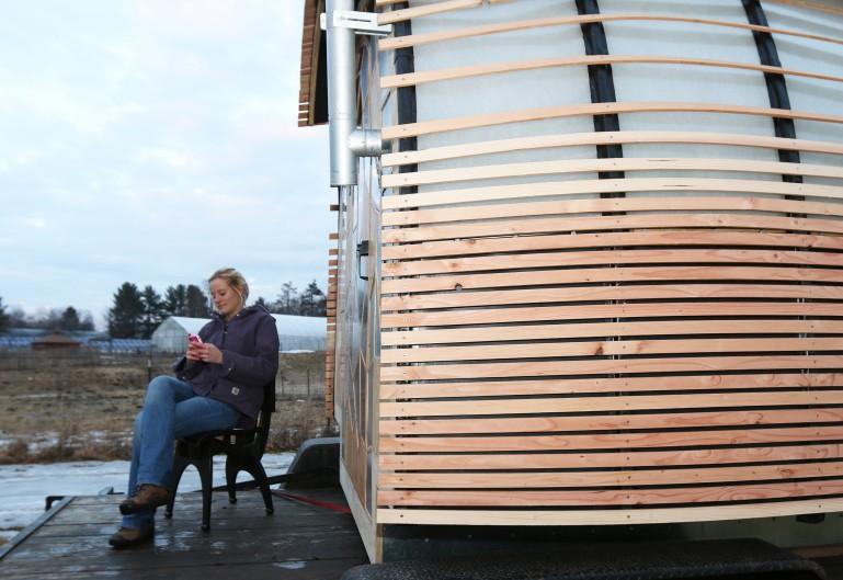 mobiles mini haus nachhaltig wohnen auf kleinem raum otis mobiles miniatur haus. Black Bedroom Furniture Sets. Home Design Ideas