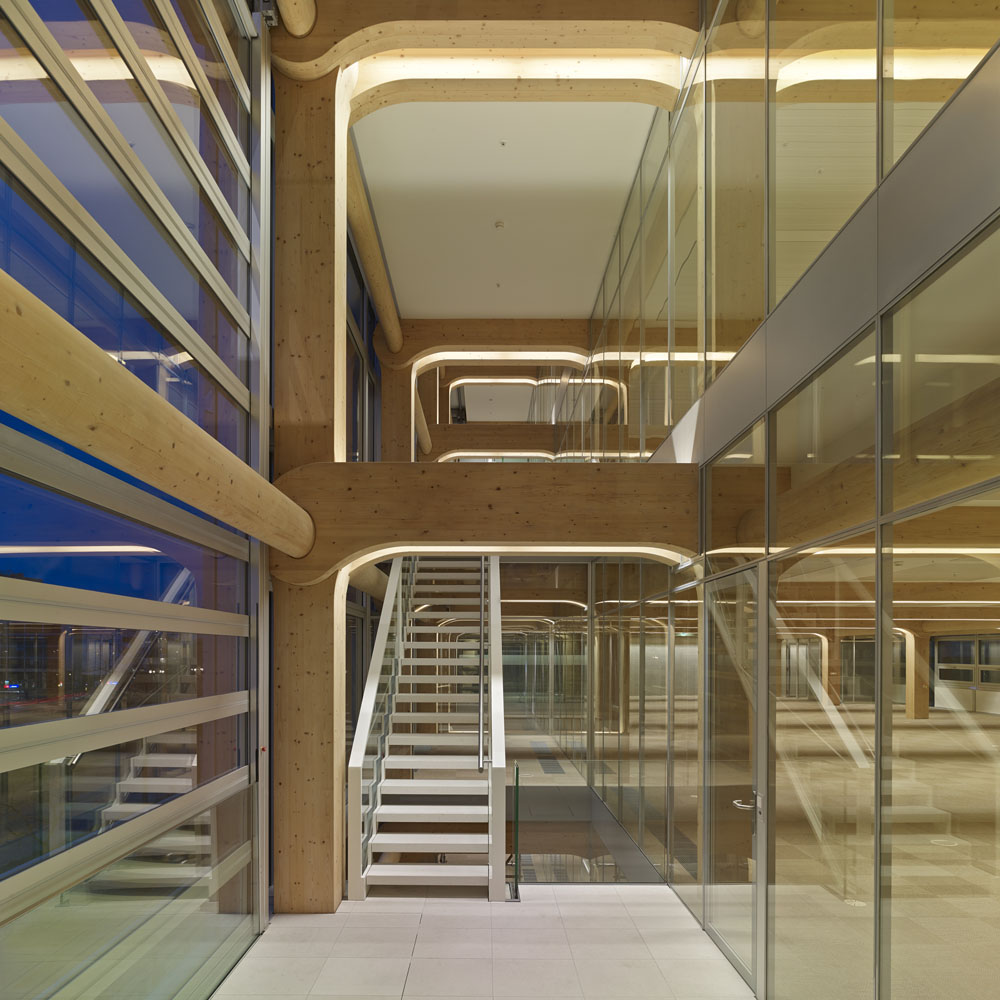 Holz buerogebaude tamedia in zuerich besonders co2 gering - Skelettbau architektur ...