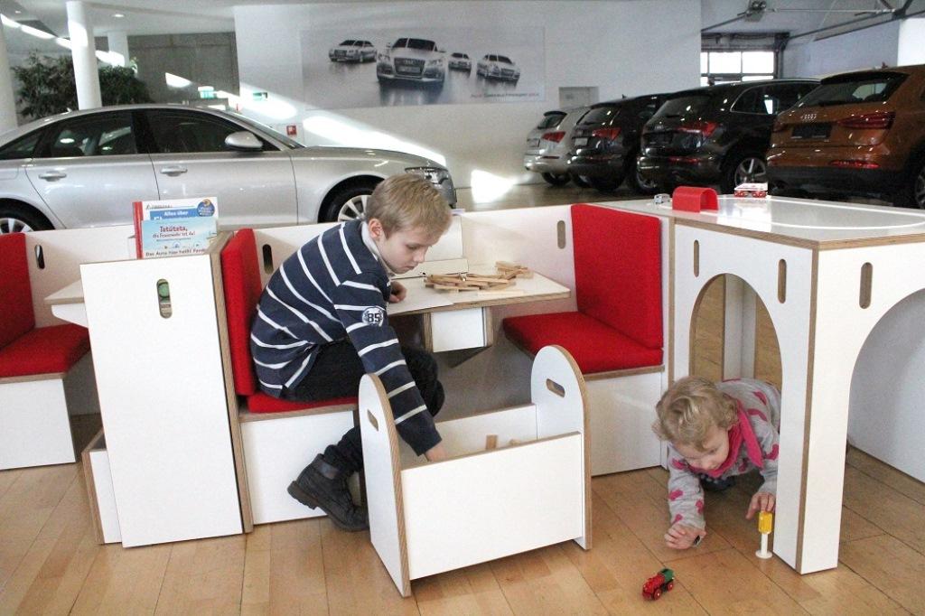 ecosign nachhaltiges design studium in k ln verleiht froschk nig cinenova. Black Bedroom Furniture Sets. Home Design Ideas