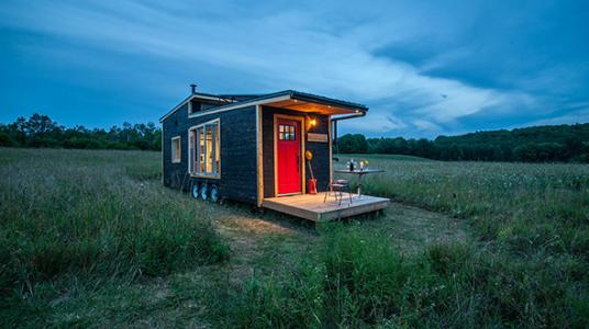 minimalistisch leben im tiny house so findest du dein gruenes zuhause erf llt leben im. Black Bedroom Furniture Sets. Home Design Ideas