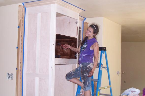 Cara Brookins baut alleine mit vier Kindern ihr eigenes Haus