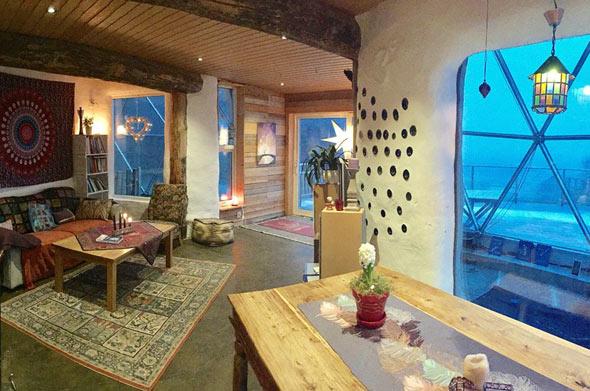 Im Eco-Haus der Familie Hjertefølger aber ist es warm und gemütlich - dank der geodätischen Kuppel, die es umschließt