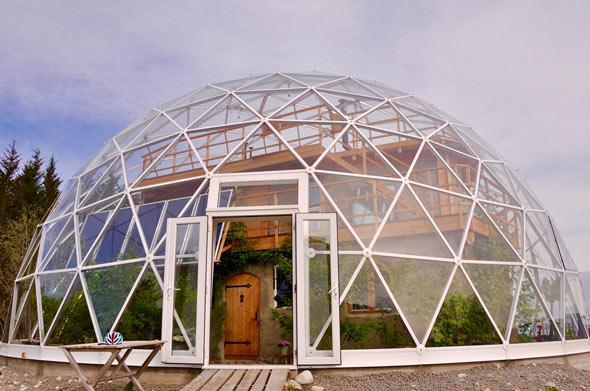 Unter der riesigen Glaskuppel herrschen das ganze Jahr über angenehme Temperaturen