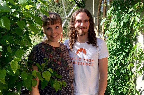 Ingrid und Benjamin haben hart für ihr Eco-Haus gearbeitet und fühlen sich dort endlich angekommen
