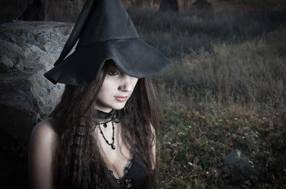 Düster und geheimnisvoll: Sich einmal wie eine gruselige Hexe verkleiden