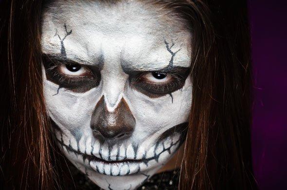 Sie suchen Anregungen das Gesicht zum Skelett Kostüm zu schminken? Wie wäre es mit dem...