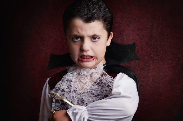 Vampir Kostüm und Umhang: Wenn Sie selbst gerne nähen, greifen Sie doch auf Schnittmuster zurück