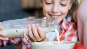 Die besten pflanzlichen Milchalternativen für Kaffee und Müsli