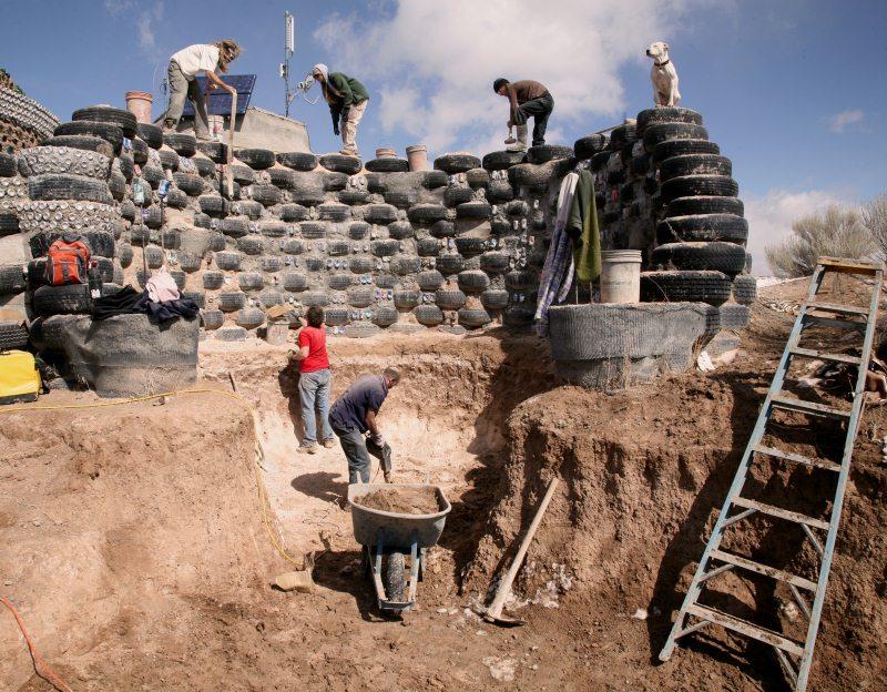 Autark Leben In Deutschland earthship schöner autark und nachhaltig wohnen im recycling haus
