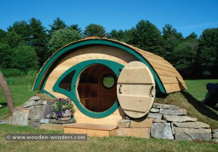 Die Hobbit-Höhle (engl. Hobbit-Hole) genannten Häuser für den Bauernhof oder den Garten gibt es in verschiedenen Ausführungen...