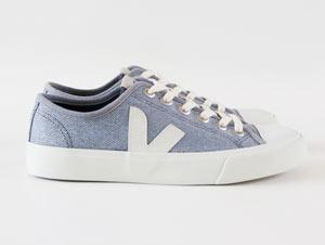 Der zeitlose Sneaker Wata mit dem typischen weißen V-Logo aus wild gewachsenem Naturkautschuk wurde aus recyceltem PET hergestellt
