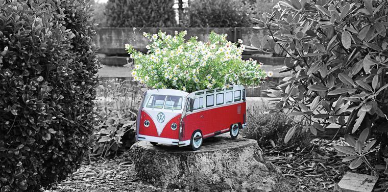 VW Bulli als Blumenkasten