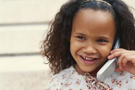 Schon Kinder benutzen Handys regelmäßig. Dabei ist die Strahlung für sie am gefährlichsten.