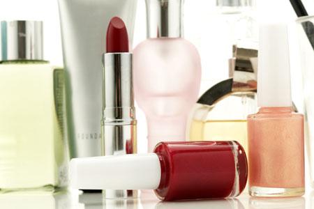 Nicht immer tut man mit kosmetischen Produkten der Haut etwas gutes. Untersuchungsämter der Länder sorgen dafür, dass schädliche Ware vom Markt genommen wird