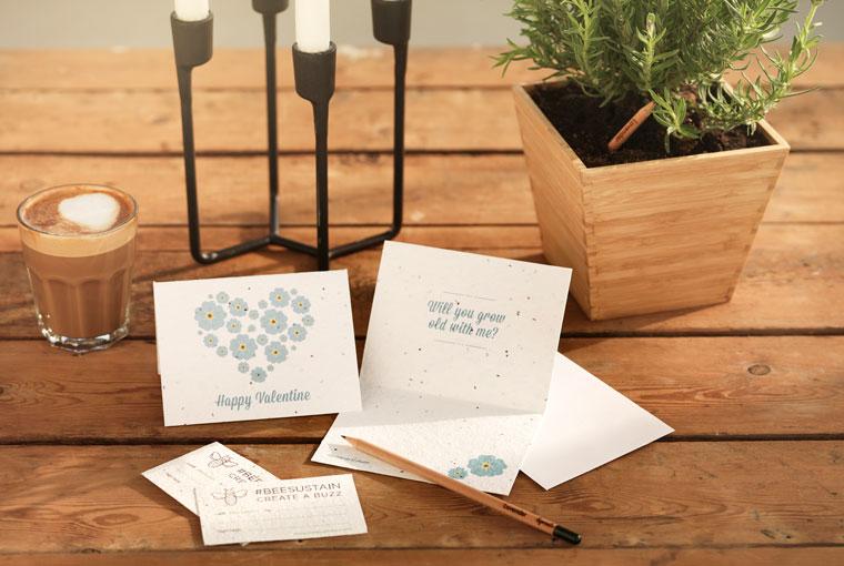 Grusskarten mit Samen aus denen Pflanzen wachsen