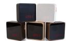 Formschöner Design-Wecker aus Abfallholz und iPod-kompatibel