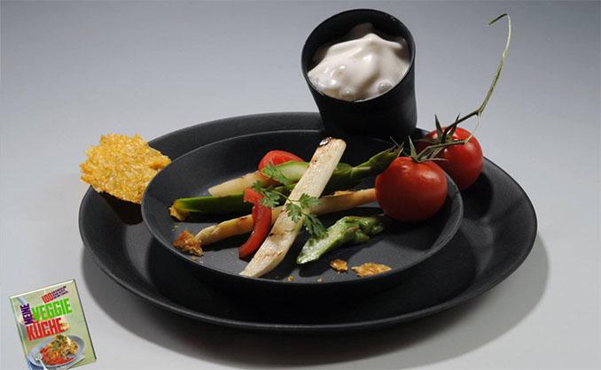 In zwei Farben gibt es das recycelbare Geschirr von © 8Pandas