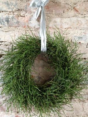 Grüner Adventskranz mit Heidelbeerkraut