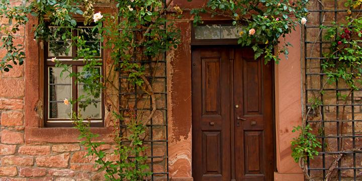 Gutes Gewissen im Altbau: Mit kleinem Geld zum grünen Haus