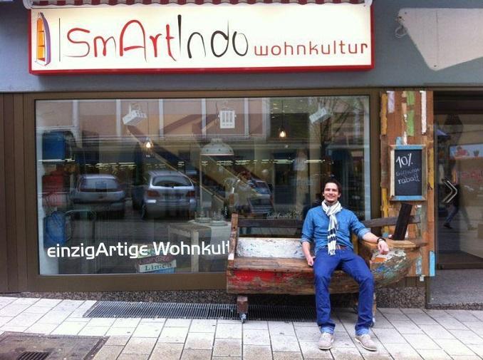 Michael Michalek vor seinem Laden ©smArtindo