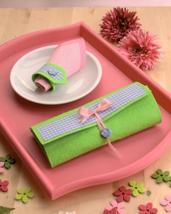 Frühlings Basteltipp: Besteckhülle und Serviettenringe aus Filz selbermachen