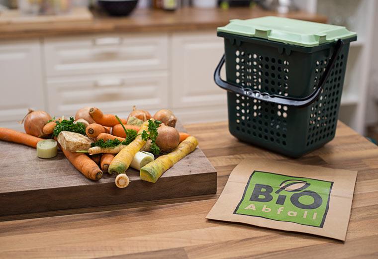 Ist es aufwendig Biomüll ohne Geruch in der Küche zu sammeln?