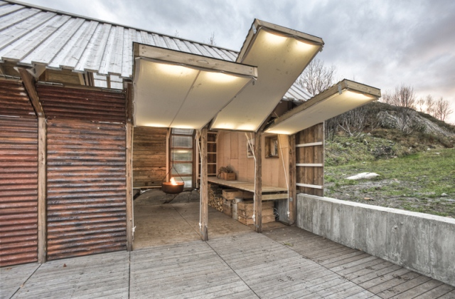nachhaltige architektur und recycling schaffen einmaliges bootshaus. Black Bedroom Furniture Sets. Home Design Ideas
