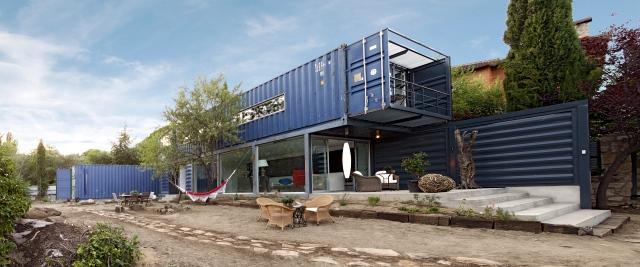 nachhaltig bauen wie aus frachtbeh ltern eine schicke. Black Bedroom Furniture Sets. Home Design Ideas