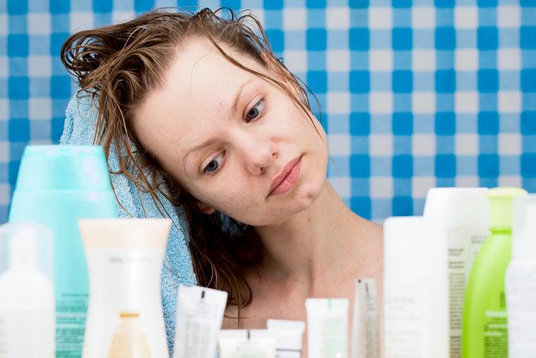 In Kosmetika versteckt sich oft Plastik