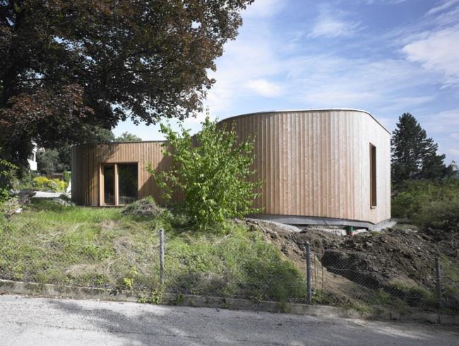 Natürlich und barrierefrei wohnen im Niedrigenergiehaus aus Holz