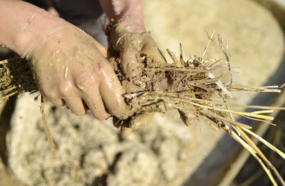 Ökologisch, natürlich, gut: Neun Gründe für den Lehmputz und Lehm als Baustoff